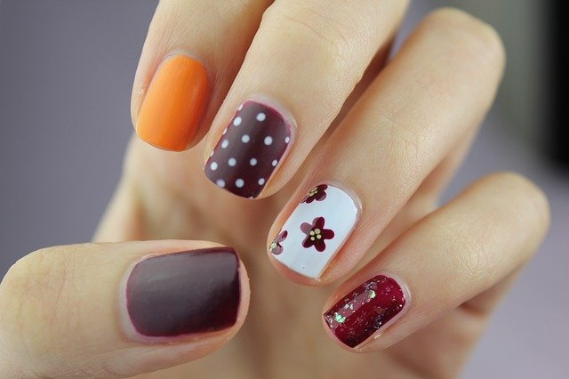 नेल आर्ट डिजाइन बिजनेस आईडिया | Beauty Parlour Nail Art Designs Business Idea in Hindi